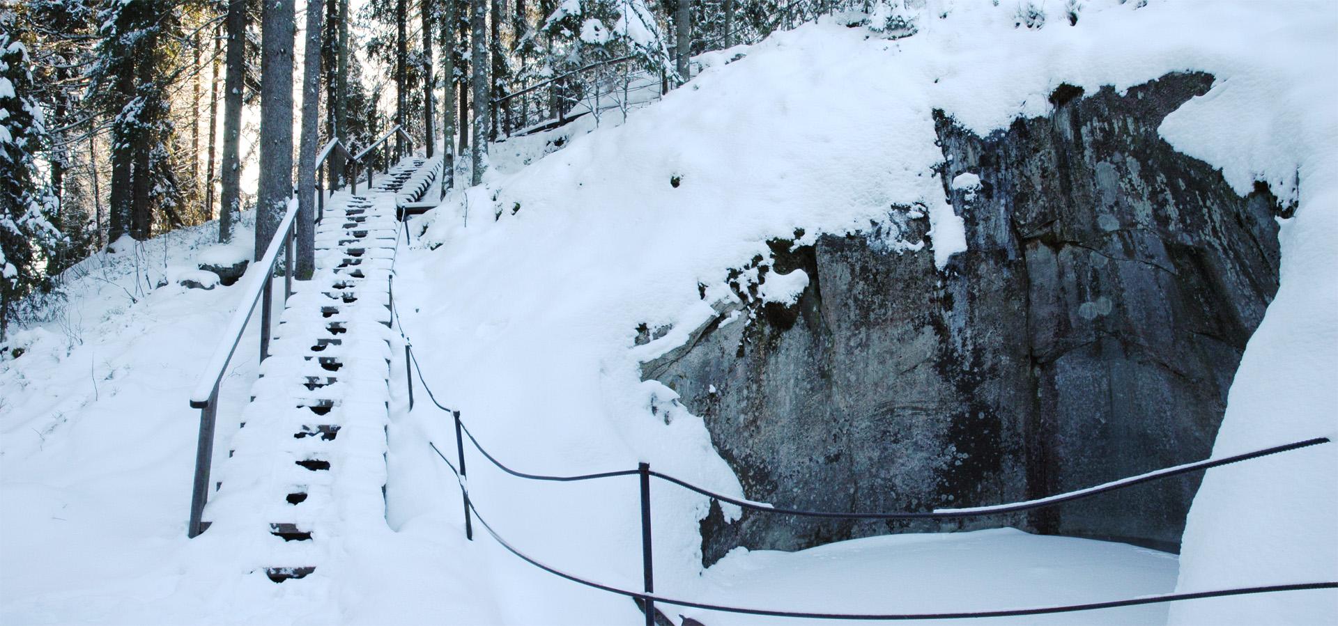 Askolan hiidenkirnujen suurin kirnu, Jättiläisen kuhnepytty on näyttävä talvellakin