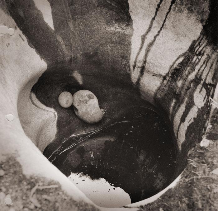 Jättiläisen kuhnepytty on Askolan hiidenkirnuijen suurin kirnu